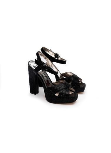 La scada Dolgu Topuklu Ayakkabı Siyah